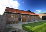 Earlscroft Farm exterior - Private courtyard garden