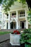 Perfect for Pictures - The front of the House is perfcet for smaller ceremonies and for pictures.